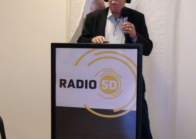 Lammert verklaart de studio geopend